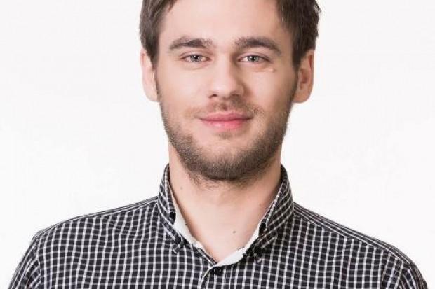 Mateusz Olechowski z zarządu okręgu warszawskiego Partii Razem (fot.twitter)