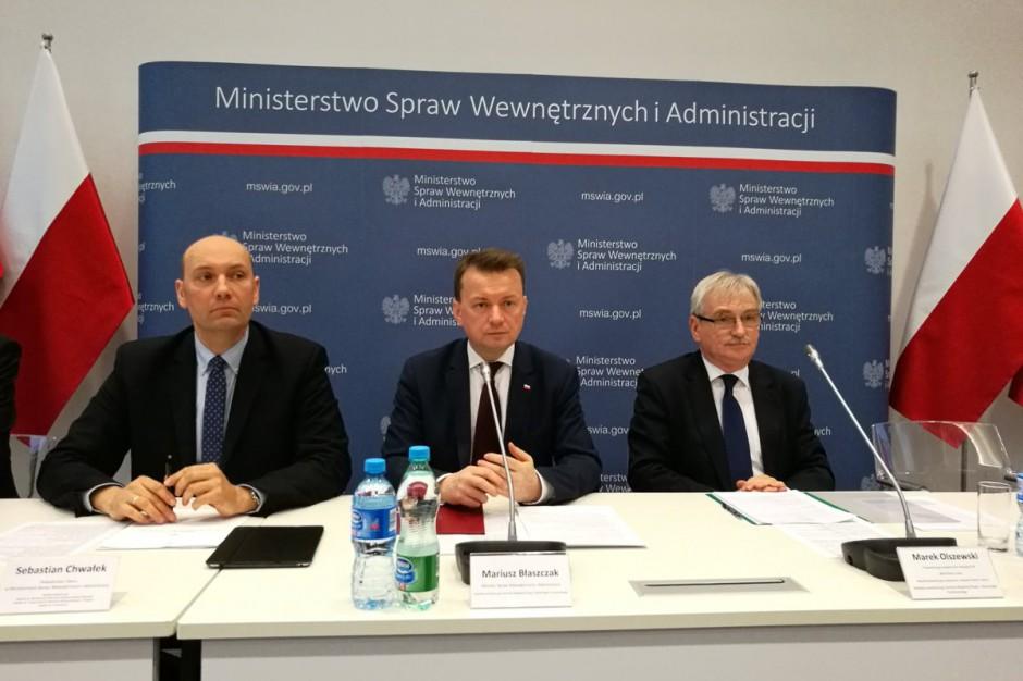 Samorządowcy na manifestacji PO. Mariusz Błaszczak: To przekroczenie granicy apolityczności samorządów