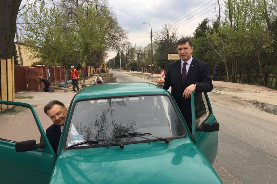 Burmistrz jeździ służbowym maluchem, który wkrótce zostanie wystawiony na aukcję