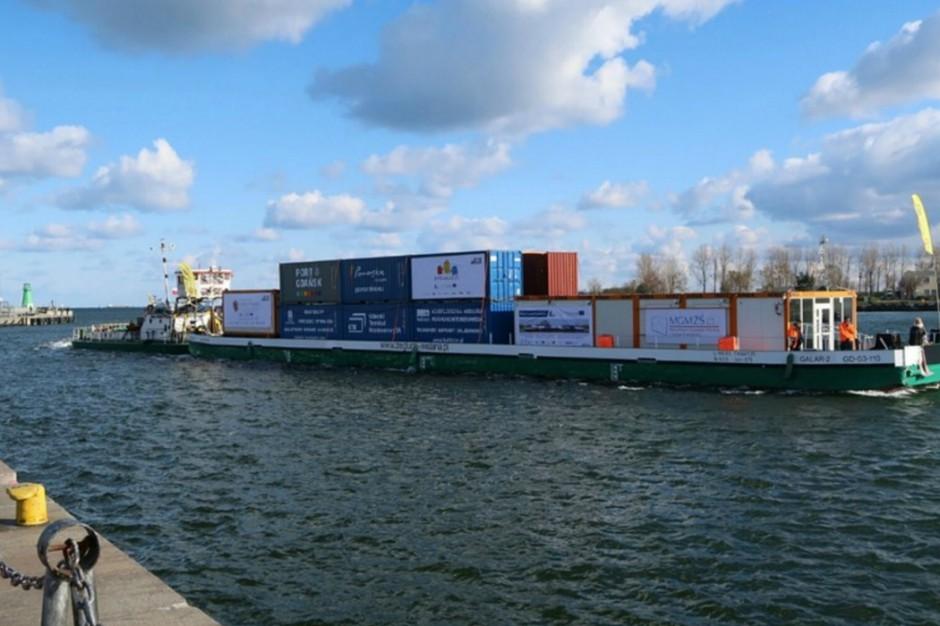 Barka z kontenerami dopłynęła z Gdańska do Warszawy