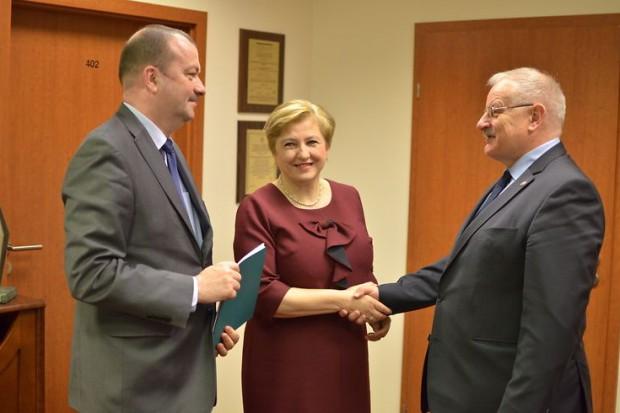 Umowy dotyczące przekazania unijnego dofinansowania podpisano 28 kwietnia w Warszawie (fot.mazovia.pl/Michał Słaby)