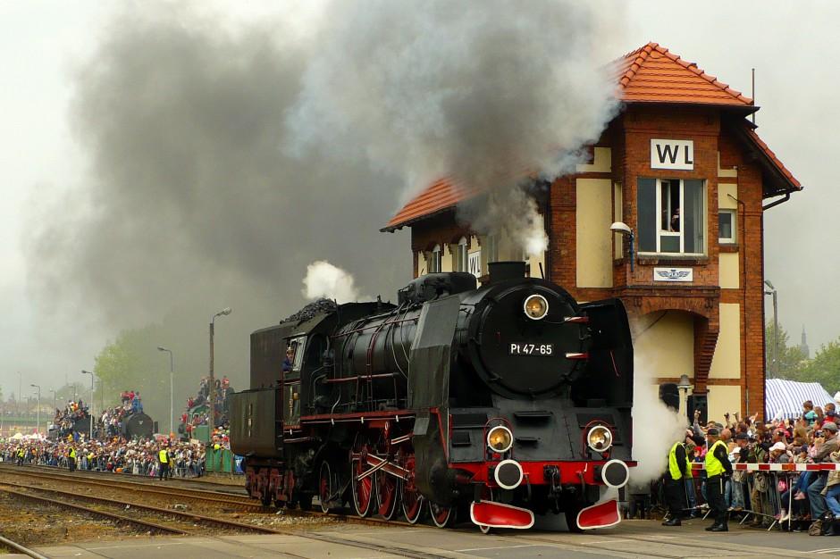 Wolsztyn. Parada lokomotyw na 110-lecie ostatniej czynnej parowozowni na świecie