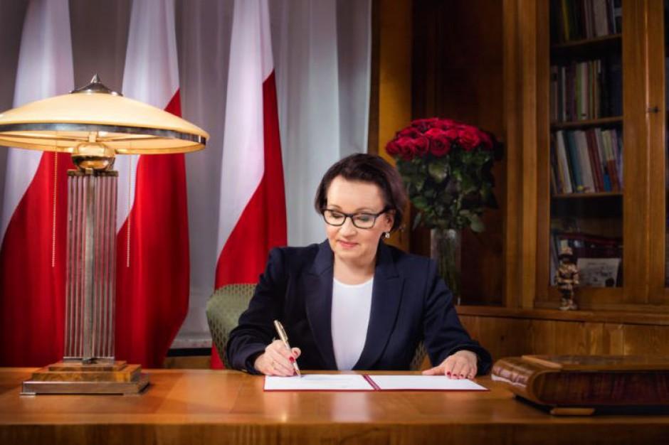 Anna Zalewska dziękuje nauczycielom polonijnym