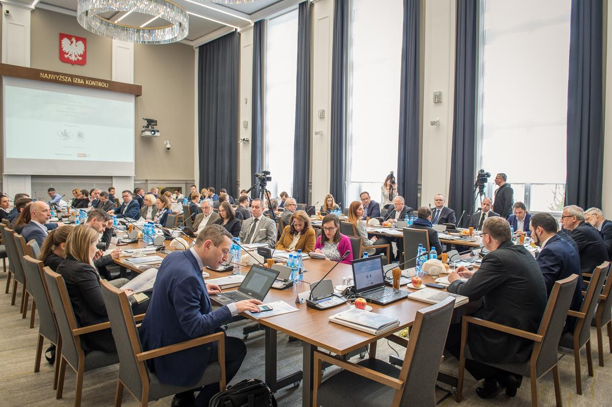 Konferencja przyciągnęła szerokie grono przedstawicieli rządu, samorządowców, przedsiębiorców, ekspertów ze świata nauki oraz społeczników. (fot. NIK)