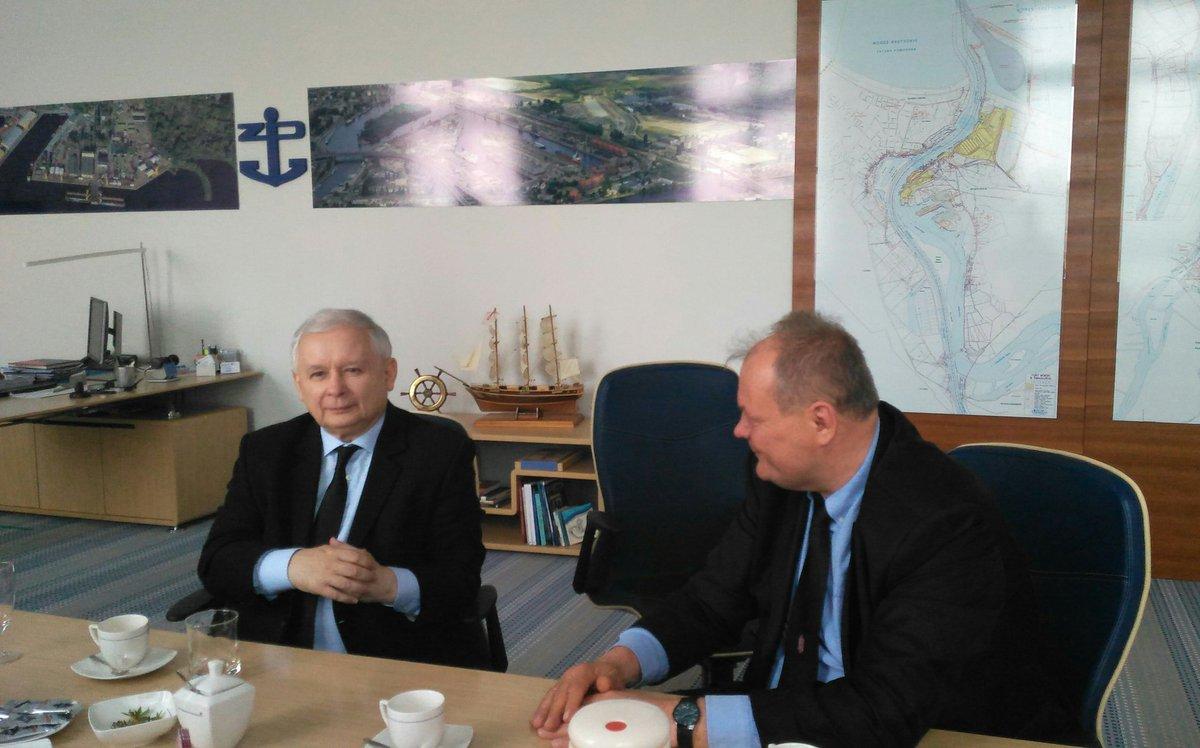 Jarosław Kaczyński z wizytą w Zarządzie Portów Szczecin-Świnoujście w Szczecinie (fot.twitter.com/pisorgpl)