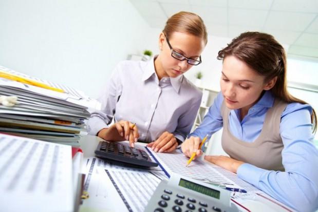 W administracji samorządowej, gdzie zatrudnionych było średnio 252,7 tys. osób przeciętne wynagrodzenie wyniosło 4486,83 zł brutto. (Fotolia)