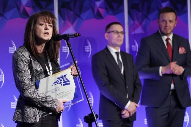W imieniu najlepszego marszałka Adama Struzika nagrodę odebrała wicemarszałek woj. mazowieckiego Janina Orzełowska (fot.PTWP)