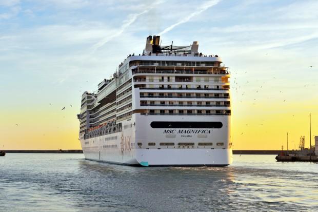 Do portu w Gdyni wpłynie w niedzielę 300-metrowy statek pasażerski