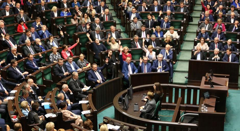 Posłowie w czasie prac Sejmu, źródło: Sejm RP/twitter.com