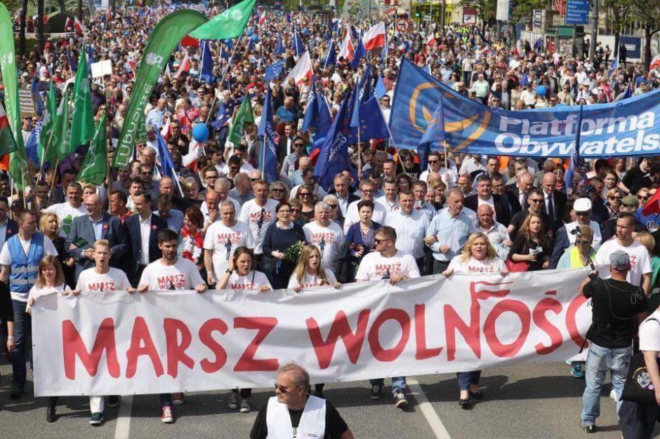 Urzędnicy gminni ze środków publicznych sfinansowali transport na marsz PO?