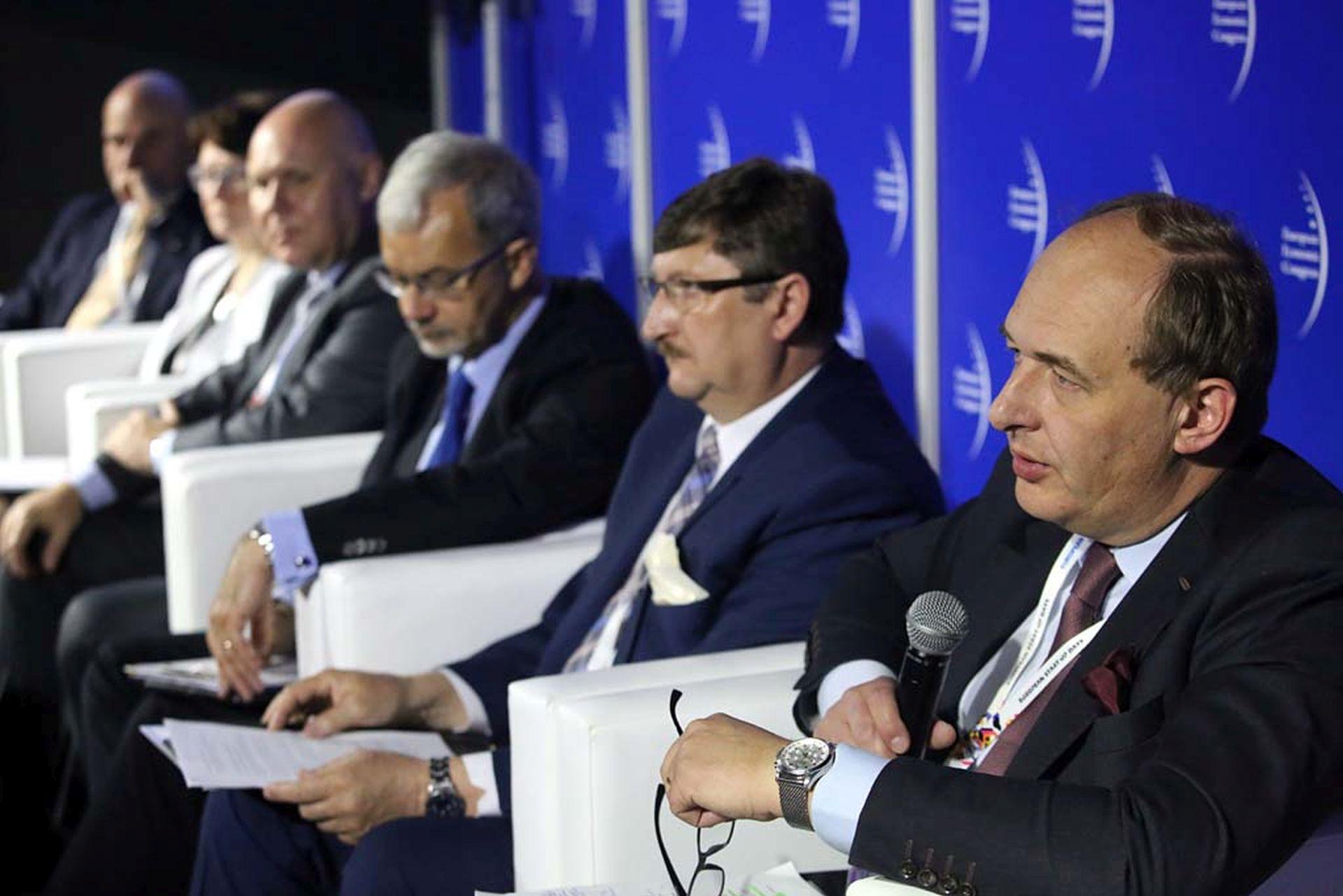 Od prawej: Paweł Szaciłło (dyrektor Departamentu Partnerstwa Publiczno-Prywatnego w Ministerstwie Rozwoju) i Jerzy Pilch (wójt Brennej).Fot. PTWP / EM