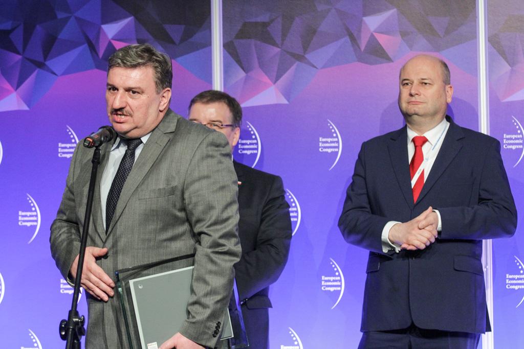 Nagrodę w konkursie Top Inwestycje Komunalne 2017 odebrał Artur Cygan, zastępca wójta Gminy Solec-Zdrój. (fot. PTWP)