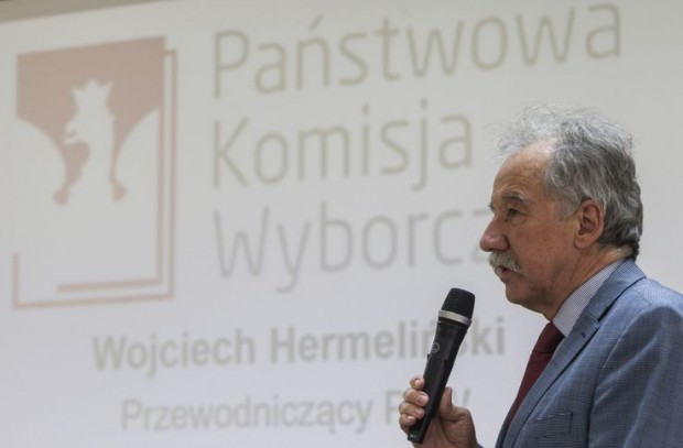 """Przewodniczący PKW: """"książeczka"""" wygodniejsza dla wyborcy"""