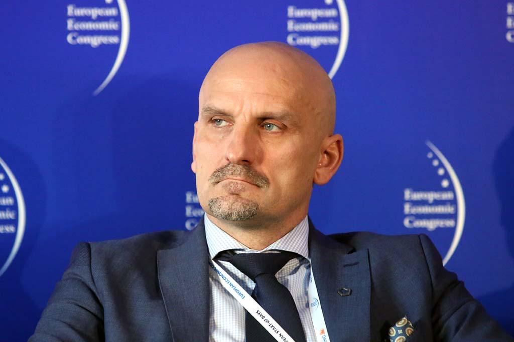 Odpowiednie zarządzanie to klucz do sukcesu. Na zdjęciu Jacek Bednarz z zarządu Ekstraklasa SA. (fot. PTWP)