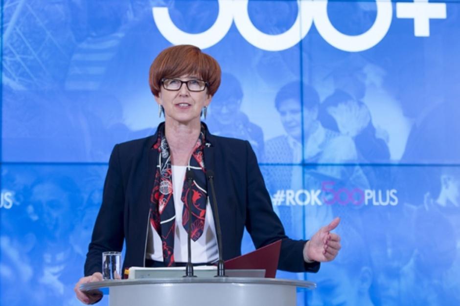 Pozostawiamy liczebność dzieci pod opieką jednego opiekuna w żłobku lub w klubie dziecięcym na dotychczasowym poziomie - powiedziała minister rodziny (Elżbieta Rafalska, fot.premier.gov.pl/P. Tracz/flickr)
