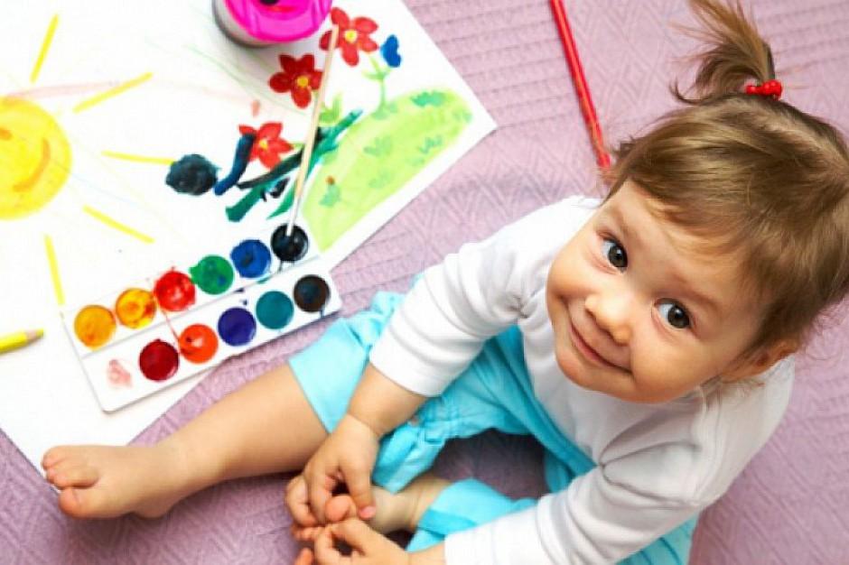 Żłobki: Ile dzieci pod opieką jednego opiekuna? Elżbieta Rafalska tłumaczy