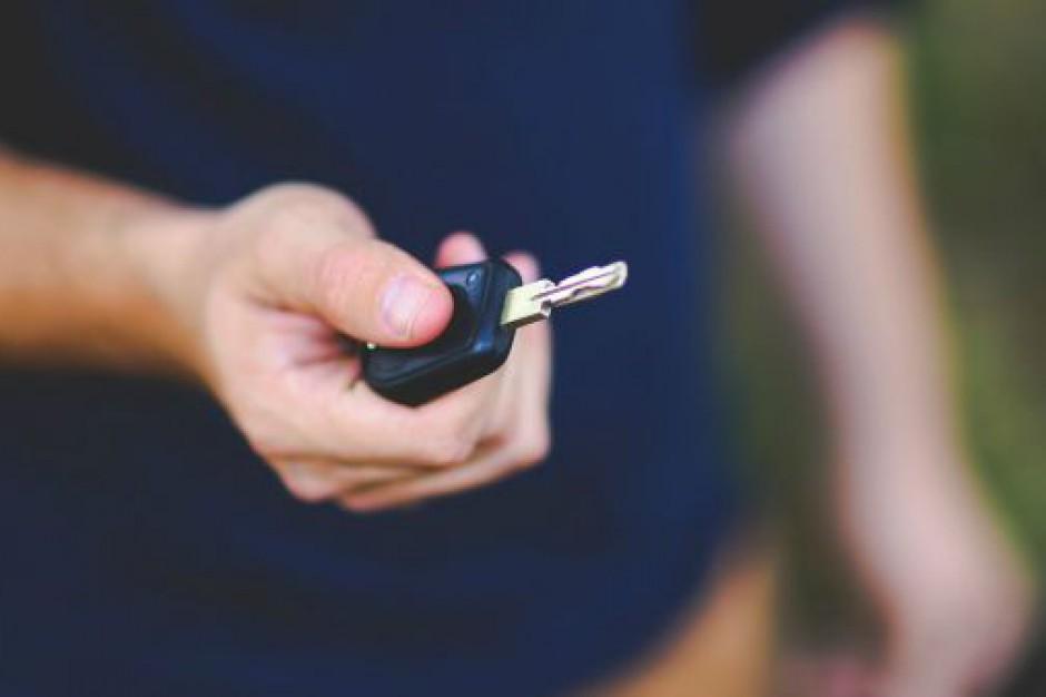 Koszty zmian w rejestracji aut poniosą samorządy?