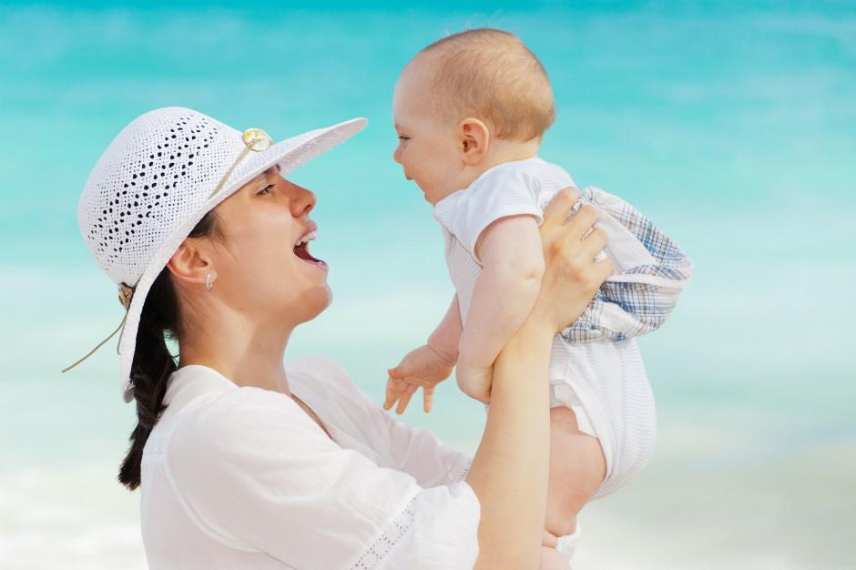 Dzień Matki: Polskie mamy są wykształcone i aktywne zawodowo