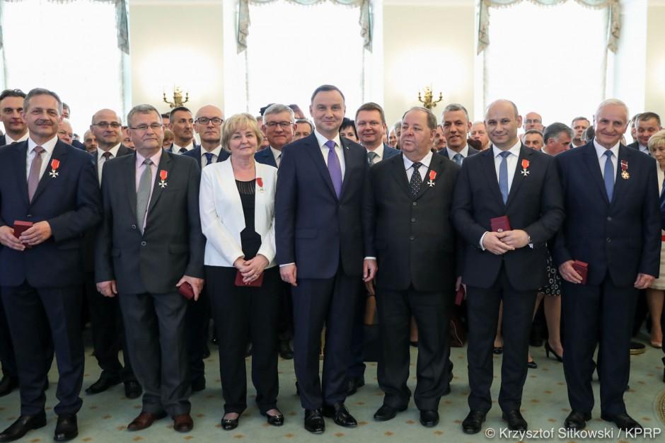 Prezydent wręczył wyróżnienia samorządowcom. ZOBACZ GALERIĘ ZDJĘĆ I PEŁNĄ LISTĘ NAGRODZONYCH