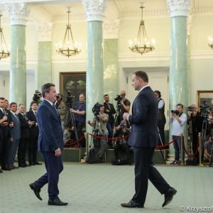 Andrzej Duda wyróżnił odznaczeniami państwowymi 43 przedstawicieli JST (fot. prezydent.pl/Krzysztof Sitkowski)
