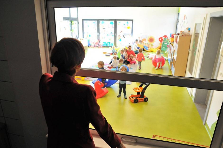 Zawodowe rodziny zastępcze to rodziny, które z tytułu wykonywanej pracy otrzymują wynagrodzenie (Elżbieta Rafalska, fot.twitter.com/MRPiPS_GOV_PL)