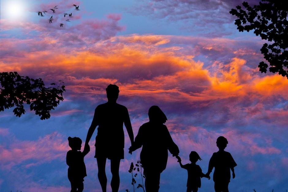 Adopcja, piecza zastępcza: Rodzicielstwo zastępcze coraz popularniejsze