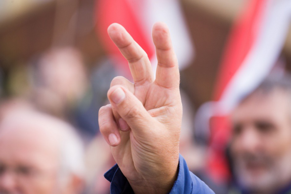Termin wyborów samorządowych podzielił partie polityczne
