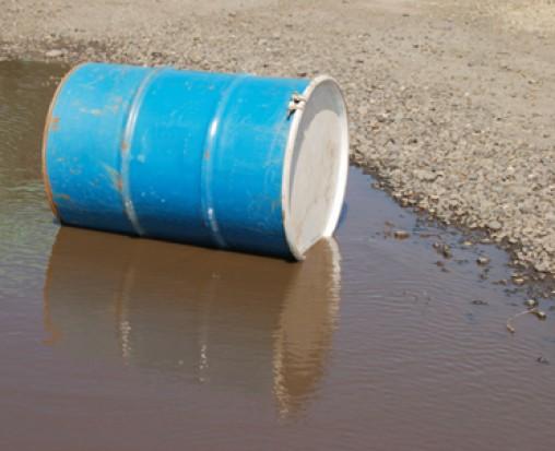Wielkopolskie: Ponad 200 beczek z niebezpiecznymi substancjami na terenie żwirowni w Depauli