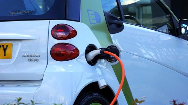 W ministerstwach nie chcą samochodów na prąd