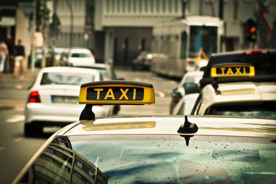 Andrzej Adamczyk: rząd zajmie się regulacją przewozu pasażerów samochodami osobowymi