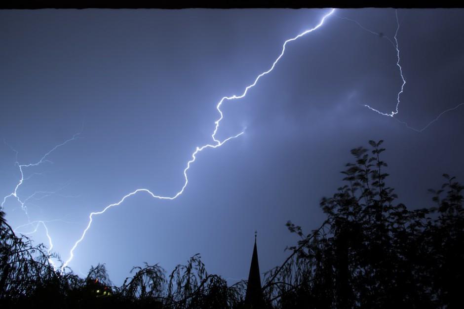 Burze w Wielkopolsce: ok. 3 tys. odbiorców bez prądu