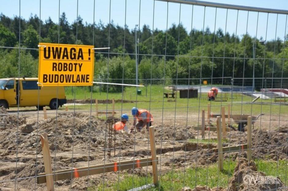 Ruszyła budowa lodowiska w Ostrowie Wielkopolskim