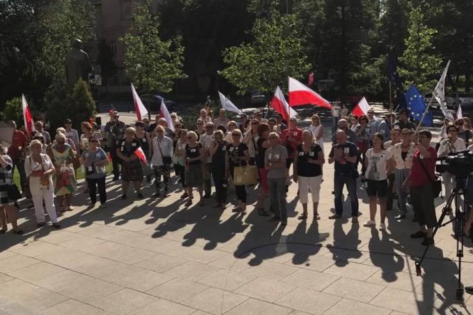 """Poznań: Protest KOD przeciwko """"politycznemu wykorzystywaniu policji"""""""