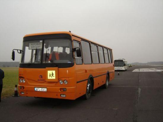Słubice, wypadek: Szkolny autobus uderzył w tira. Są poszkodowani