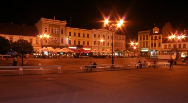 Nocna iluminacja rybnickiego rynku , źródło: wikimedia.org/CC