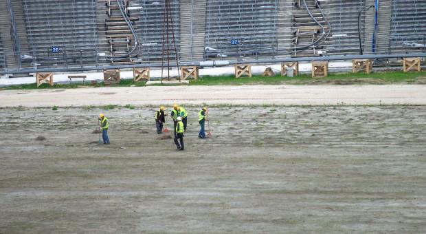 Prace na murawie Stadionu Ślaskiego, źródło: wikimedia.org/CC BY-SA 3.0