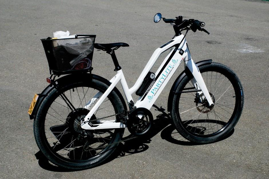 Elektromobilność: na drogach coraz więcej rowerów czy hulajnóg na prąd