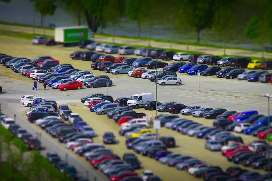 W soboty, niedziele i święta parkowanie w miastach będzie bezpłatne