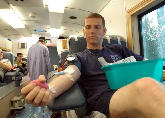 Narodowe Centrum Krwi: Regularnie oddaje krew 1,5 proc. społeczeństwa