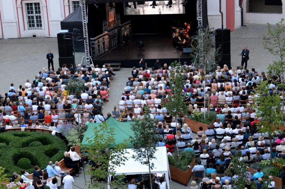 Koncerty i spektakle na dziedzińcu Urzędu Miasta Poznania