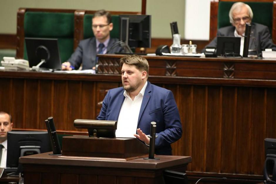 "Piotr Apel: reforma edukacji na ""chybcika i łapu capu"""