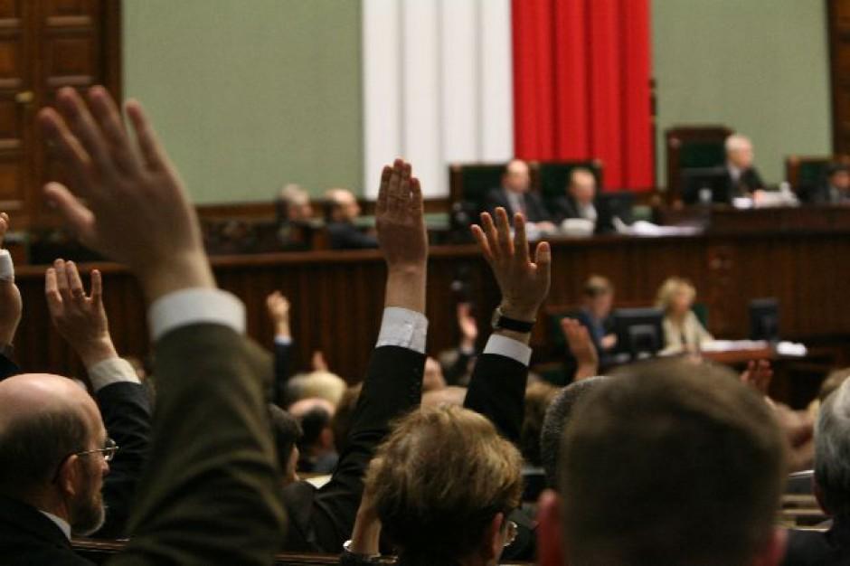 Waży się los ustawy o pracownikach samorządowych. Głosowanie jeszcze dziś