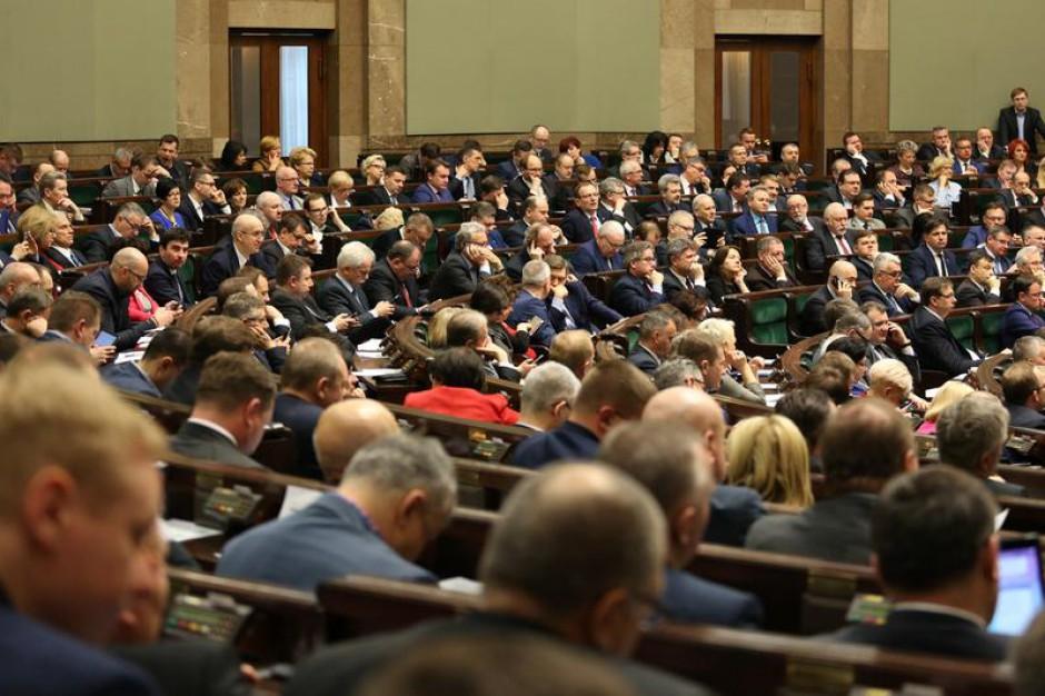 Reforma oświaty: Wniosek o referendum oświatowe skierowany do komisji