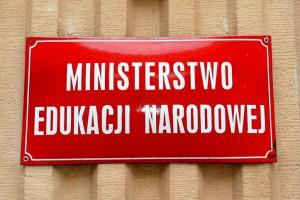 Minister napisała list do uczniów i nauczycieli