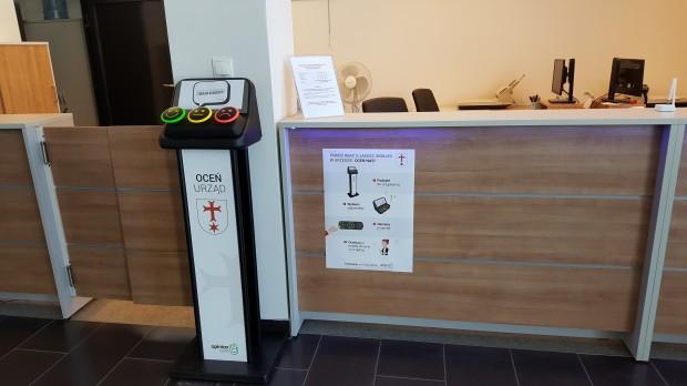 Urządzenia stoją w pobliżu punktów obsługi mieszkańca w Urzędzie Miejskim w Siechnicach (fot.mat.pras.)