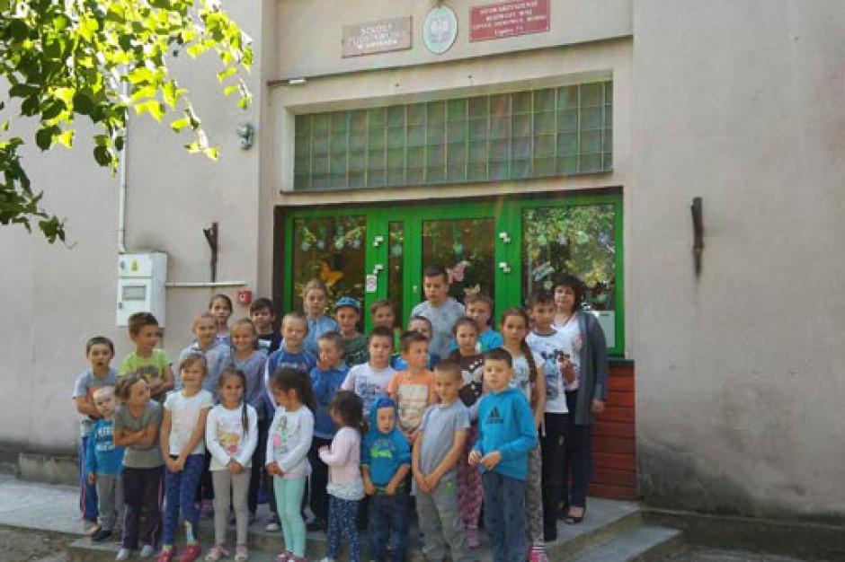 Gmina Mrozy: Strajk pracowników niepublicznej szkoły. Walczą o zaległe wypłaty i budynek