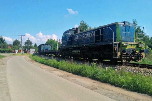Dziś z torów towarowych korzystają pociągi wożące węgiel do elektrociepłowni Siekierki (fot.Konstancin24.eu)