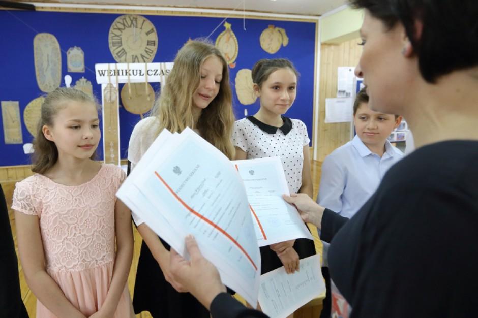 W Gdańsku, Gdyni, Krakowie, Bydgoszczy i Koszalinie część uczniów dostała nieważne świadectwa