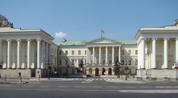 Ratusz Warszawy, źródło: wikimedia.org/CC