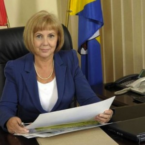 Grażyna Dziedzic, prezydent Rudy Śląskiej   - Do nieudzielenia absolutorium przez radnych zdążyłam już się przyzwyczaić – stwierdziła prezydent Rudy Śląskiej po tym, jak na sesji 22 czerwca zabrakło jej do sukcesu dwóch głosów (za udzieleniem absolutorium głosowało 11 radnych, tyle samo wstrzymało się od głosu, aby uchwała została przyjęta potrzebne było 13 głosów poparcia). W sumie, w czasie swej prezydentury, a rządzi od 2010 r., Grażyna Dziedzic tylko raz (w 2012 r.) uzyskała absolutorium od radnych. Co ciekawe, podczas sesji absolutoryjnej radni przyjęli sprawozdanie finansowe prezydenta za miniony rok.   Fot. Mat. UM Ruda Śl
